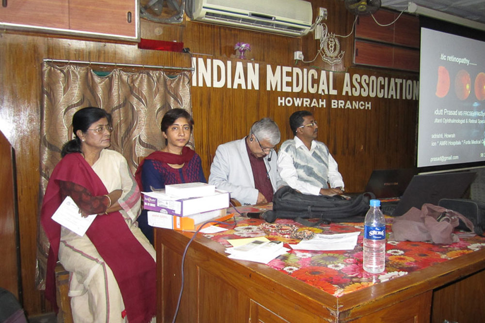 Dr Somdutt Prasad, a top eye surgeon in Kolkata, at the IMA Howrah CME