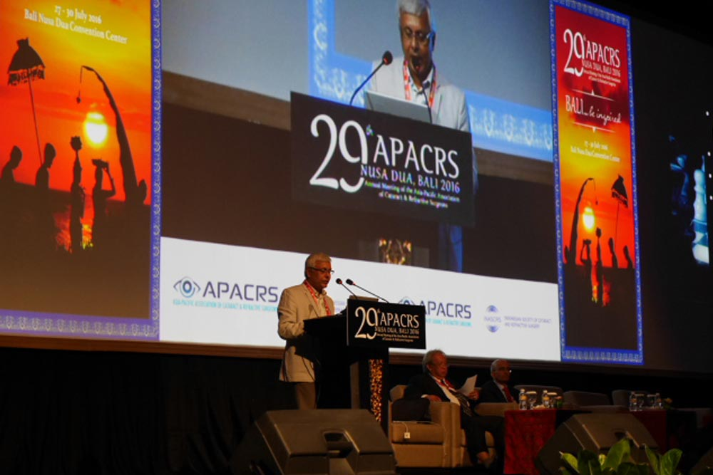 Speaking on management of diabetic macular oedema at APACRS 2016 Bali